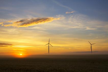 Windkraftanlage im Morgenlicht