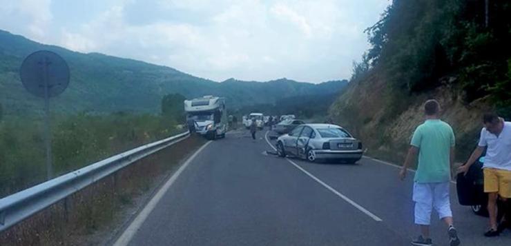 Тежка катастрофа взе жертва, затвори пътя за Маказа