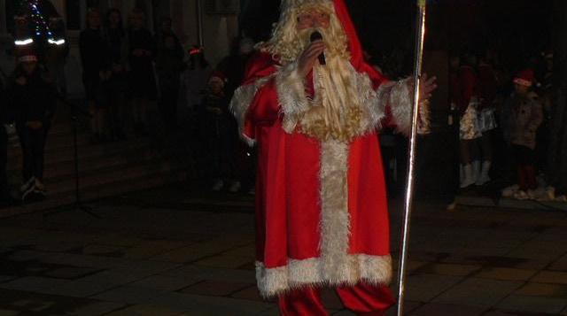Заместник-кметът Антоанета Палазова откри Коледните празници в Тополовград