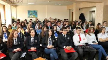 """Ученици мерят сили в състезанието на ЕП """"Евроскола"""" в Хасково"""