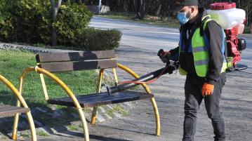 Община Хасково продължава дезинфекцията на обществени места