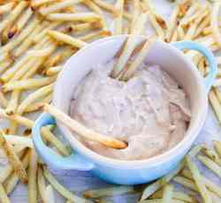 asiago balsamic aioli sauce with fries