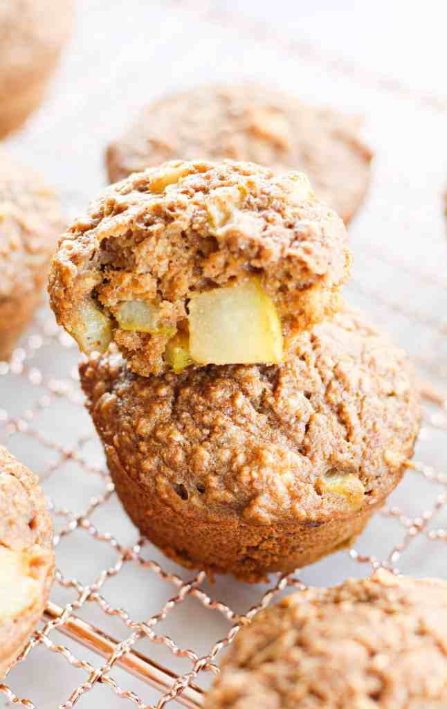 healthy oatmeal muffins with pear and cardamomom