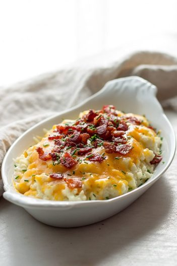 low carb loaded cauliflower ketogenic healthy diet recipes10 Ketogenic Meals That Help You Lose Weight: OMG! I just found this out and I have to share it! Have you ever heard of a high fat, high protein and low carb diet? Did you know that such a lifestyle exists? The answer is yes! This diet is called Ketogenic Diet. This keto diet sounds crazy but totally works if you stick to eat! And what's even better you can eat bacon and lose weight! So cool! Pinning for later!