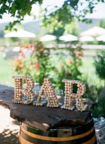 """DIY """"BAR"""" wine cork crafts letter ideas. Where are all my fellow wine lovers at?! This is amazing! I love this craft idea. Turn wine corks into awesome DIY crafts, home decor and gift ideas. This is so cool! I love it! Perfect for wine lovers! Pinning for later!"""