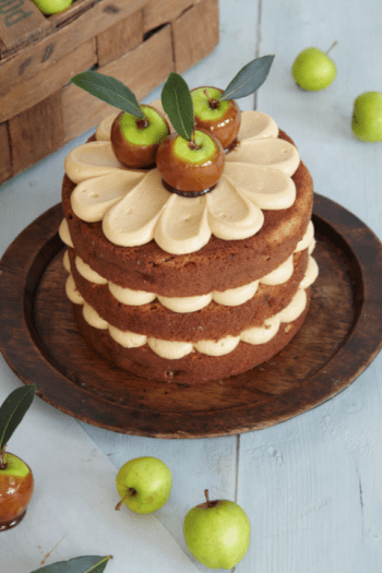 14 Amazing Fall Cakes That Look Almost Too Beautiful To