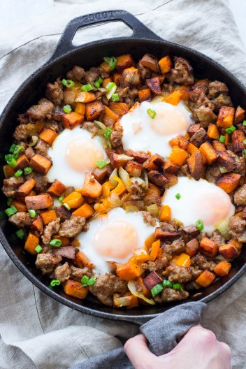 Whole30 Weeknight Meals. This is so perfect for busy weeknights and still stay on a Whole30 lifestyle! I love Whole30! Its easy and so fast to make these meals for you and your family and still keep on your diet and lose weight! Just because you are busy doesn't mean you can't eat well like Whole30! Saving for later!