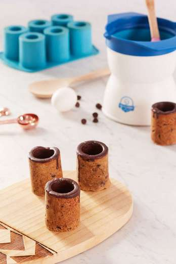 Holiday Gift Guide 2017: for the home baker. Urban Outfitters Cookie Shot Glass Mold. It can be so difficult to shop for a home baker and I don't know where to start. But this guide is perfect! These tools and gift ideas are amazing! I love the cute necklace to the stand mixer gifts! They all work for someone who loves to bake! Saving for later!