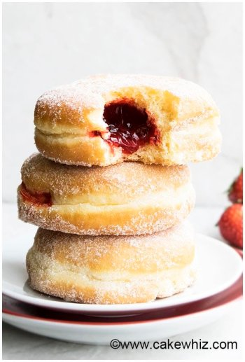 16 Easy Homemade Donut Recipes: Who doesn't love donuts! Omg! I love having so many great recipes that are easy to make at home! These easy homemade donuts look so good! I love that they are cakey donuts, baked, donuts, and fried donuts included on this post. There is also recipes for all the glazing, icings and fillings. I can't wait to make all of them! Saving for later!
