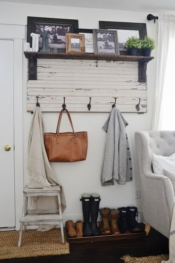I am absolutely obsessed with the show Fixer Upper! This post is amazing because it lays out all the DIY farmhouse style looks that I see Chip & Joanna make on TV! I am really excited into making my home more farmhouse décor and I am pumped about these easy tutorials! Pinning for later!