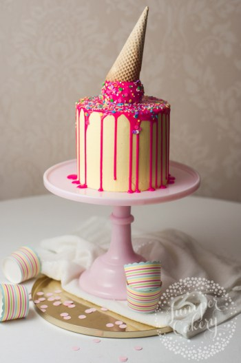 baeead73a83 How to make cute kid birthday cakes! I love how easy it is to make