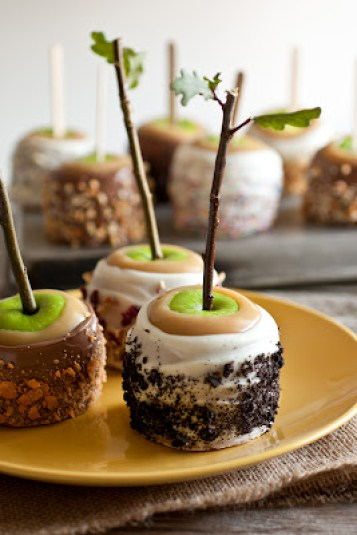 cookies and cream caramel apples halloween candy apples