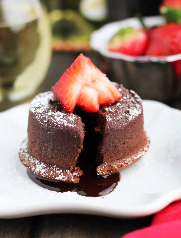 Bailey's Molten Chocolate Lava Cake | Bailey's Irish Cream is an Irish dairy cream drink with chocolate and Irish whiskey, it's become a staple on St. Patrick's Day. It's easy to use Irish cream in dessert recipes because of its chocolate cream flavors. Bailey's Irish cream desserts are simple and delicious! #xokatierosario #baileysirishcream #irishcream #stpatricksdaydesserts