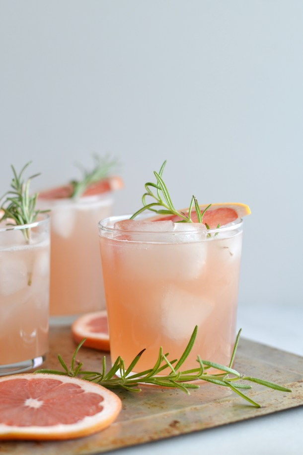 Rosemary Greyhound | These Galentine's Day inspired cocktails are fun twists on classic cocktails that'll make your gal pal day festive! Choose from strawberry Moscow mules or homemade Frosé, cotton candy champagne or a pink senorita. These Galentine's day cocktails will elevate your next girls night! #xokatierosario #galentinesdaydrinks #girlsnightideas #girlsnightcocktails