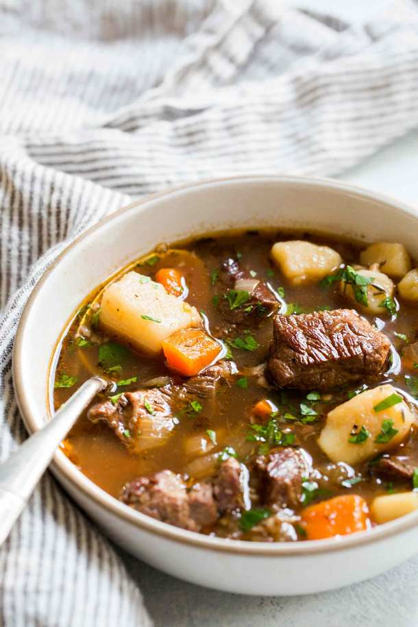 Irish Beef Stew | These Irish comfort foods have the spirit of tradition with a fun twist. Irish food is rooted in tradition and is typically stews or long braises which to me is instant comfort foods. These dishes are hearty and just melt in your mouth. Choose from slow cooking stews, pan-fried potatoes, and lots of Guinness beer. #xokatierosario #irishcomfortfood #irishrecipes #stpatricksdayrecipes