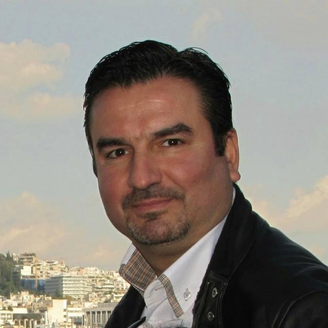ο  Γιωργος Αυγερινος στην ομάδα του Συν-πολις
