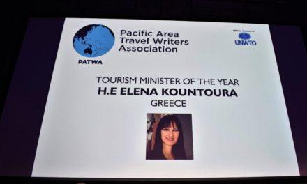 """26 Σάρωσε η Ελλάδα με 4 διεθνή βραβεία, «oscar» για τον κλάδο του Τουρισμού, που απέσπασε στο πρόσωπο της υπουργού Τουρισμού Έλενας Κουντουρά στο Βερολίνο .   Με το βραβείο της καλύτερης Υπουργού Τουρισμού παγκοσμίως βραβεύτηκε η Έλενα Κουντουρά, στον καταξιωμένο διεθνή θεσμό PAΤWA International Awards που πραγματοποιήθηκε στο Βερολίνο στο πλαίσιο της κορυφαίας διεθνής έκθεσης τουρισμού ITB.  Τα PAΤWA International Awards απονέμονται κάθε χρόνο από την Ένωση Ταξιδιωτικών Συντακτών Ασίας-Ειρηνικού (PATWA)την τελευταία εικοσαετία στην παγκόσμια ταξιδιωτική βιομηχανίακαι για πρώτη φορά η Ελλάδα ήταν υποψήφια και απέσπασε τρία βραβεία στον σημαντικό αυτό θεσμό.    Συγκεκριμένα : 1)H Υπουργός τιμήθηκε για το έργο της στον τουρισμό με την υψηλότερη διάκριση των PAΤWA International Awards του καλύτερου Υπουργού Τουρισμού παγκοσμίως. Το βραβείο απένειμε στην κα Κουντουρά ο τέως Γενικός Γραμματέας του Παγκοσμίου Οργανισμού Τουρισμού των Ηνωμένων Εθνών, κ. Taleb Rifai, ο οποίος εξήρε το έργο της Υπουργού και τις μεγάλες επιτυχίες που απέδωσε η στρατηγική της την τελευταία τετραετία με συνεχόμενα ιστορικά ρεκόρ για τον ελληνικό τουρισμό.  2) Η κα Κουντουρά παρέλαβε ακόμη για την Ελλάδα το βραβείο του καλύτερου προορισμού αναψυχής παγκοσμίως της PATWA """"Best Leisure Destination"""" για το 2019.  3) Επίσης, νωρίτερα παρέλαβε από την Πρώτη Κυρία της Ισλανδίας, κα Eliza Jean Reid, σε ξεχωριστή τελετή των IIPTI Global Awards for Empowered Women in Tourism """"CelebratingHer"""", το βραβείο του Διεθνούς Ινστιτούτου για την Ειρήνη μέσω του Τουρισμού (IIPTI) """"Tourism Strategy & Resilience"""" για την επιτυχημένη τουριστική στρατηγική της Ελλάδας.  4) Με αφορμή την Παγκόσμια Ημέρα Γυναίκας η Υπουργός τιμήθηκε στο πλαίσιο των PAΤWA International Awards από το Ινστιτούτο Γυναικών της Νότιας Ασίας (ISAW), με το βραβείο """"Woman Αchiever"""",ως κορυφαία γυναίκα-ηγέτης στην ανάπτυξη του παγκόσμιου τουρισμού και για την έντονη κοινωνική της δράση σε θέματα γυναικών και παιδιών."""