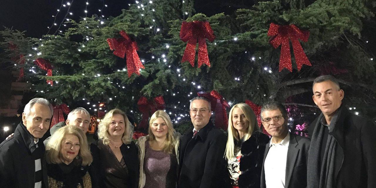 Άναψαν τα φώτα του Χριστουγεννιάτικου Δέντρου του Δήμου μας
