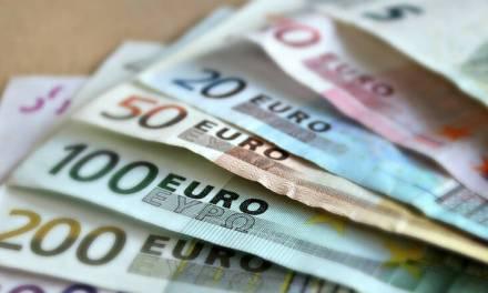 BLOOMBERG: ΠΕΡΙΠΟΥ 22,5 ΔΙΣΕΚ. ΕΥΡΩ ΣΤΗΝ ΕΛΛΑΔΑ ΣΕ ΕΠΙΔΟΤΗΣΕΙΣ ΑΠΟ ΤΟ ΠΑΚΕΤΟ ΥΨΟΥΣ 750 ΔΙΣ. ΠΟΥ ΘΑ ΠΡΟΤΕΙΝΕΙ Η ΕΕ