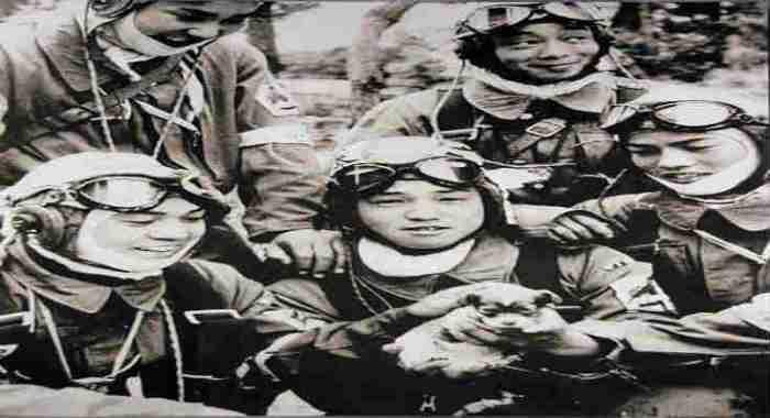 Καμικάζε: Γιατί οι Ιάπωνες πιλότοι αυτοκτονίας φορούσαν κράνη ...