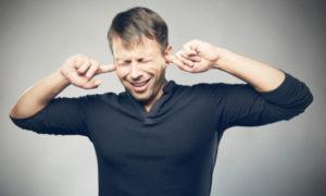 Εμβοές: Τι είναι το «κουδούνισμα» στα αυτιά – Αίτια και αντιμετώπιση