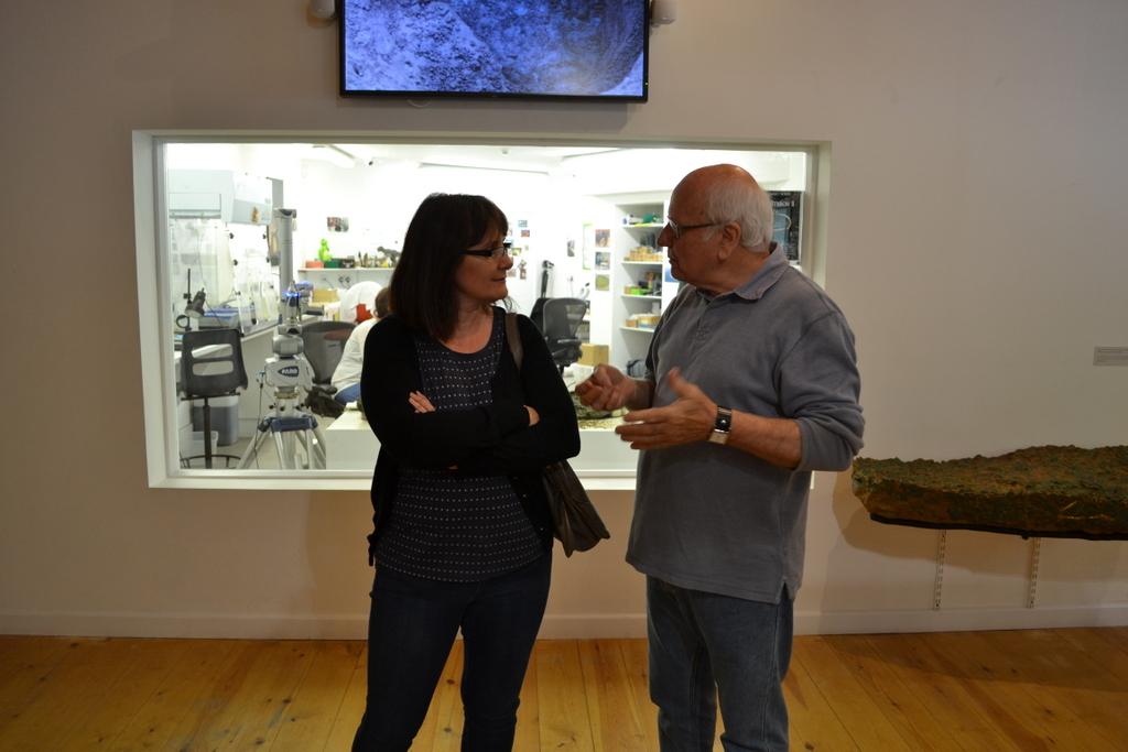 Reg Mead talking to visitors