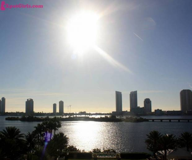 Sunrise views overlooking the intercostal and sunny Isle from Aventura