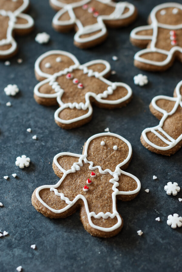 12 Paleo Dessert Recipes Every Will Enjoy This Holiday | Paleo Gingerbread Cookies | www.Xperimentsinliving.com