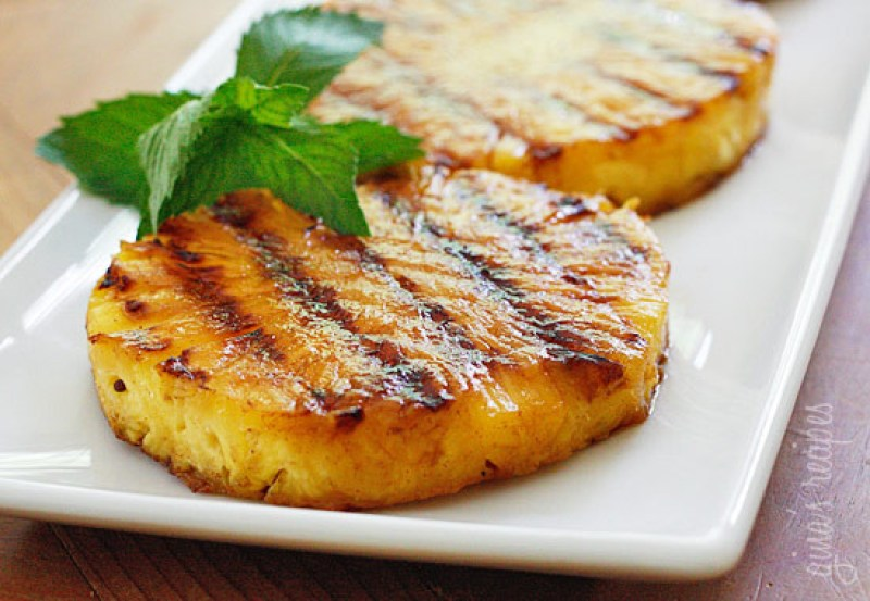 25 Paleo Barbecue Recipes | Grilled Pineapple | www.Xperimentsinliving.com