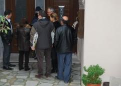 Στην Κηπούπολη: Αυθαίρετες οι κατασκευές για τις κεραίες (φωτορεπορτάζ από την επιχείρηση)