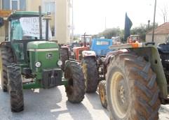 Στήνουν μπλόκα οι Καβαλιώτες αγρότες
