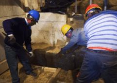 AΜΦΙΠΟΛΗ: Η αποκάλυψη της μαρμάρινης θύρας δίνει τέλος στα σενάρια