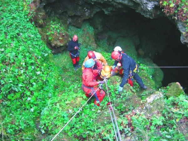 Εικόνα από εξερεύνηση σπηλαίου – βάραθρου.