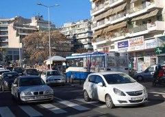 Μοτοσικλετιστής παρέσυρε πεζό στην Ερυθρού Σταυρού
