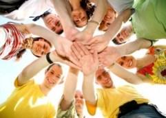 Οι πραγματικοί φίλοι συνεχώς λιγοστεύουν, ενώ με 200 ώρες συναναστροφής μπορεί να «χτιστεί» μια στενή φιλία, λένε οι επιστήμονες