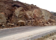 ΠΡΟΣΟΧΗ: Επικίνδυνος δρόμος στο Ελαιοχώρι