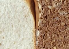 Είναι το λευκό ή το μαύρο ψωμί πιο υγιεινό;