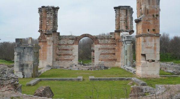 Η συγκίνηση δύο ιεραποστόλων όταν αντίκρισαν τα ερείπια των Φιλίππων