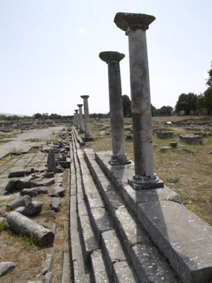 Το ρωμαϊκό φόρουμ δεσπόζει στο πιο κεντρικό σημείο των Φιλίππων.