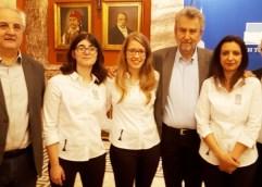 Τις πρωταθλήτριες της εθνικής ομάδας στο σκάκι, Άννα Μαρία Μπότσαρη, Σταυρούλα Τσολακίδου και Αναστασία Αβραμίδου, βράβευσε ο πρόεδρος της Βουλής Νίκος Βούτσης με αφορμή την Ημέρα της Γυναίκας.