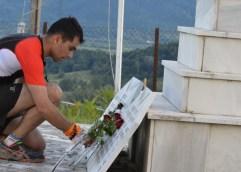 ΌΤΑΝ Ο ΑΘΛΗΤΙΣΜΟΣ ΣΥΝΑΝΤΑΕΙ ΤΗΝ ΙΣΤΟΡΙΑ: Οι δρομείς αποτείνουν φόρο τιμής στους υπερασπιστές των Οχυρών