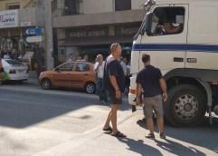 ΣΤΗΝ ΟΔΟ ΚΟΥΝΤΟΥΡΙΩΤΟΥ: Ηλικιωμένη βρέθηκε κάτω από τις ρόδες φορτηγού!!!