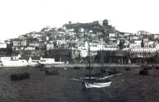Μέχρι σχεδόν τις αρχές του 1900 το λιμάνι ήταν ένας φυσικός όρμος, μ΄ ένα παχύ στρώμα άμμου. Στα αβαθή νερά του λιμανιού μπορούσαν να προσεγγίσουν μόνο μικρά σκάφη.
