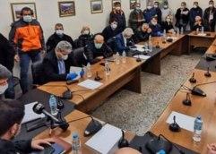 ΚΟΡΩΝΟΙΟΣ: Σε συνθήκες ασφυξίας η σύσκεψη στην Σμίνθη για τον κορωνοϊο