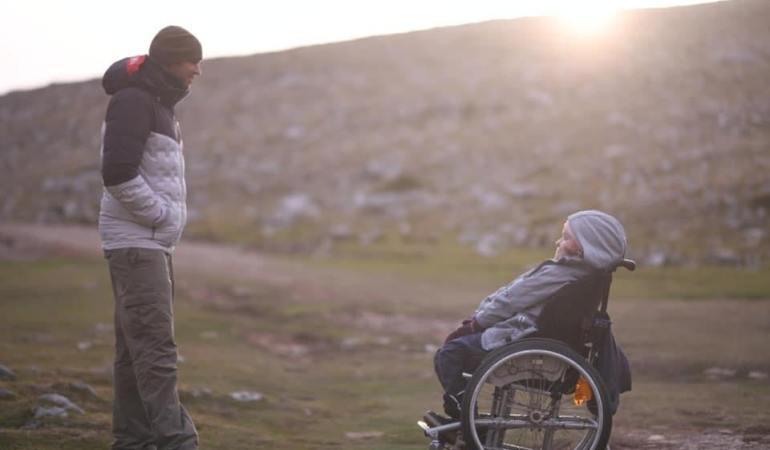 «Ήθελα πολύ να δω τον κόσμο από εκεί πάνω» – Η 22χρονη Ελευθερία που κατέκτησε την κορυφή του Ολύμπου στην πλάτη του Μάριου μιλάει για τη συγκλονιστική χημεία μιας φιλίας που… μετακινεί βουνά