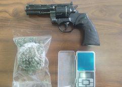 Συνελήφθη ημεδαπός κατηγορούμενος για κατοχή ναρκωτικών και παράνομη οπλοκατοχή