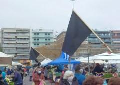 ΛΑΙΚΗ ΑΓΟΡΑ ΚΑΒΑΛΑΣ: Με μαύρες σημαίες στους πάγκους υποδέχθηκαν σήμερα τους καταναλωτές