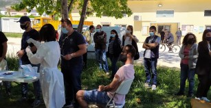 Κορωνοϊός: 2.800 νέα κρούσματα -12 νεκροί και 192 διασωληνωμένοι