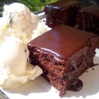 Δεν υπάρχει, αυτή η απλή και τόσο ζουμερή σοκολατόπιτα