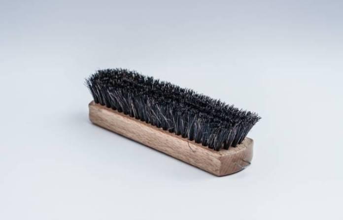 Brosse décrottoir, utile pour dépoussiérer les chaussures